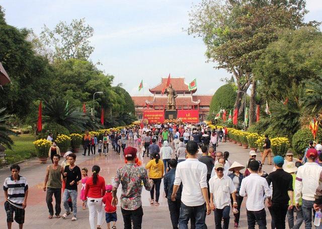 """Bỏ 5 tỷ đồng """"thay"""" lớp đá sân Bảo tàng Quang Trung có lãng phí? - 3"""