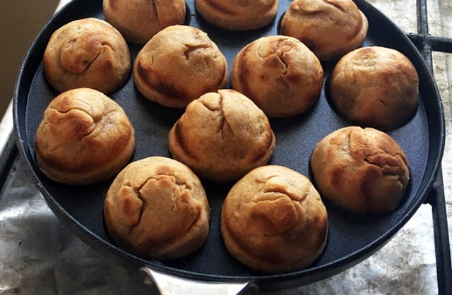 Gánh hàng rong lo bánh mất ngon vì khôngđược nướng bằng phân bò - 4