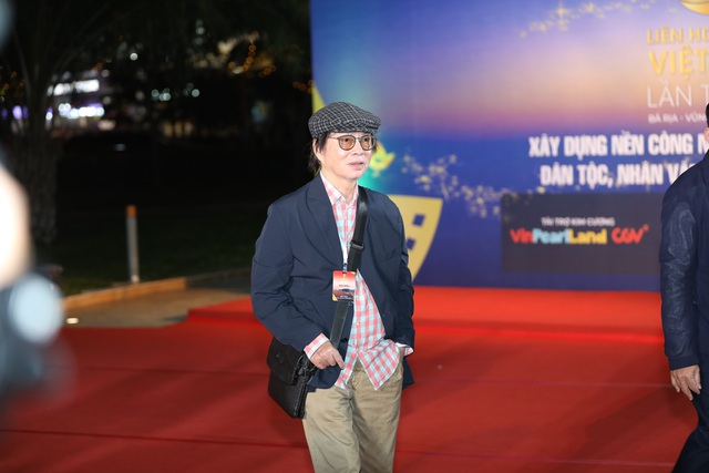 Xúc động cảnh vợ chồng nghệ sĩ gạo cội dìu nhau đến dự Liên hoan phim Việt Nam - 3