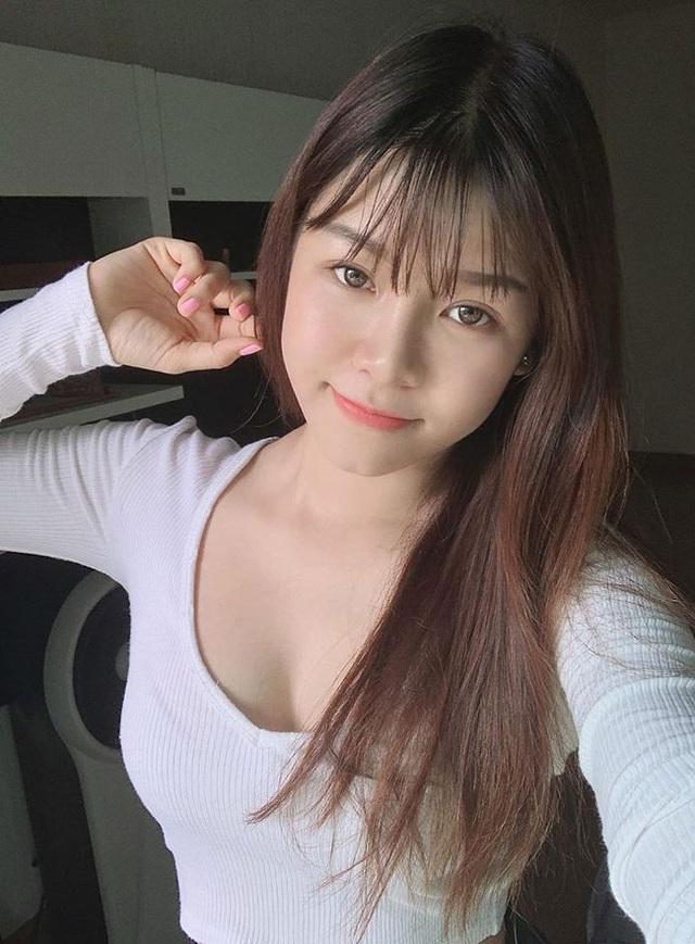Bạn gái Lâm Tây nóng bỏng, gợi cảm trong mọi khoảnh khắc - 7