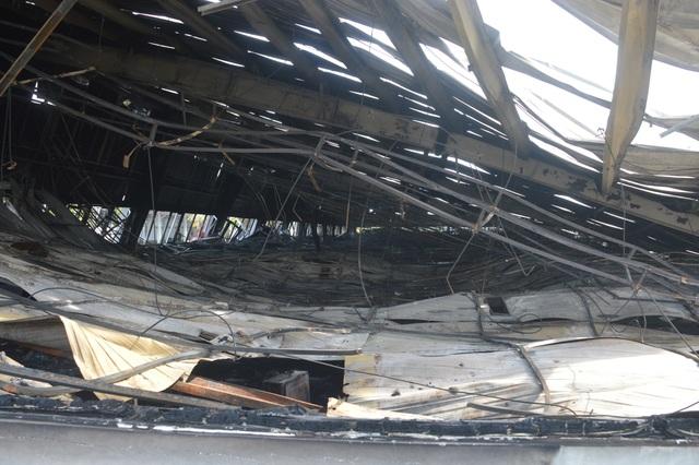 Khung cảnh tan hoang sau vụ cháy cực lớn tại Công ty may Nhà Bè ở Sóc Trăng  - 4