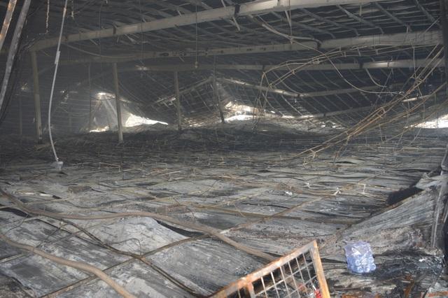 Khung cảnh tan hoang sau vụ cháy cực lớn tại Công ty may Nhà Bè ở Sóc Trăng  - 5
