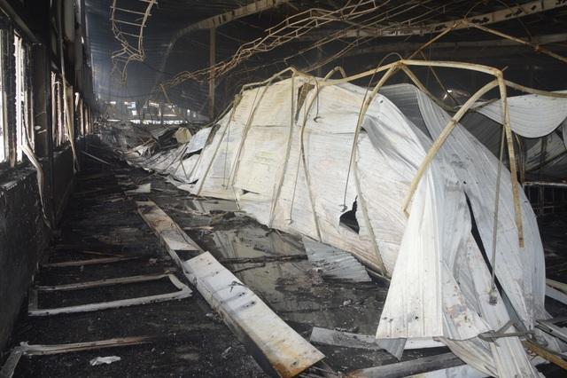 Khung cảnh tan hoang sau vụ cháy cực lớn tại Công ty may Nhà Bè ở Sóc Trăng  - 6