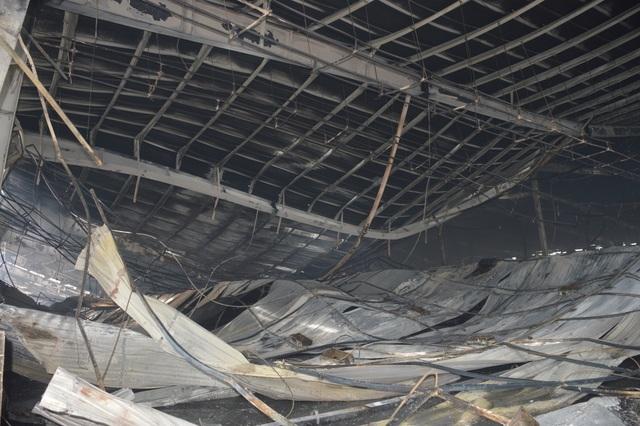 Khung cảnh tan hoang sau vụ cháy cực lớn tại Công ty may Nhà Bè ở Sóc Trăng  - 11