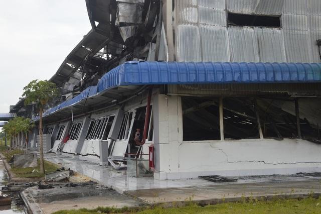 Khung cảnh tan hoang sau vụ cháy cực lớn tại Công ty may Nhà Bè ở Sóc Trăng  - 2