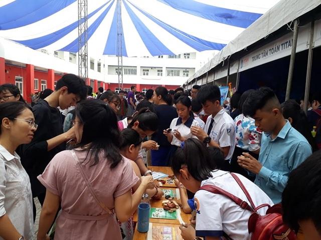 TPHCM: Gần 5.000 học sinh tham gia ngày hội Toán học mở 2019 - 1