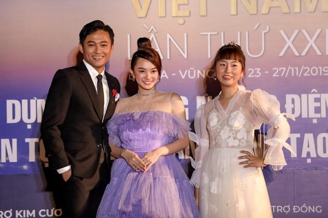 Xúc động cảnh vợ chồng nghệ sĩ gạo cội dìu nhau đến dự Liên hoan phim Việt Nam - 9