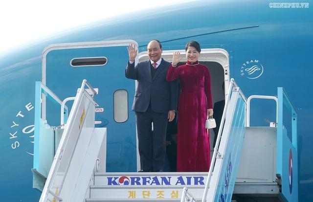 Thủ tướng đến Busan, bắt đầu chương trình tham dự Hội nghị cấp cao ASEAN-Hàn Quốc - 1