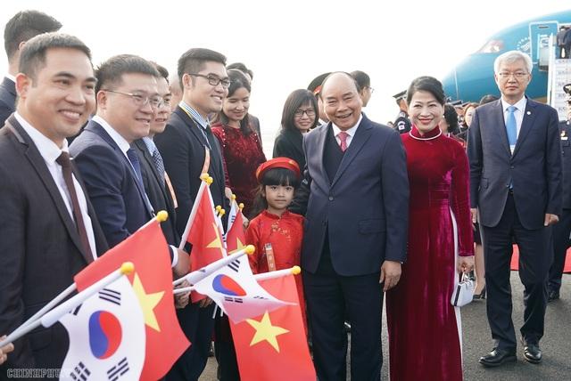 Thủ tướng đến Busan, bắt đầu chương trình tham dự Hội nghị cấp cao ASEAN-Hàn Quốc - 4