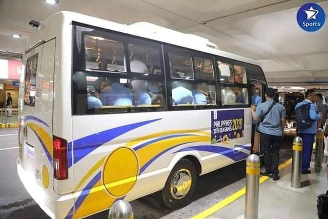 Bị phản ứng, Philippines thay gấp xe buýt và phòng họp báo phục vụ bóng đá - 2