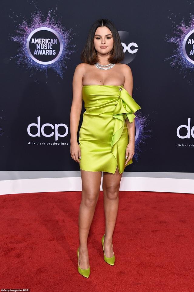 Selena trình diễn gợi cảm sau những vật vã vì bị chê bai ngoại hình - 6