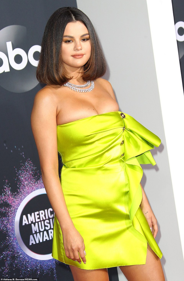 Selena trình diễn gợi cảm sau những vật vã vì bị chê bai ngoại hình - 8