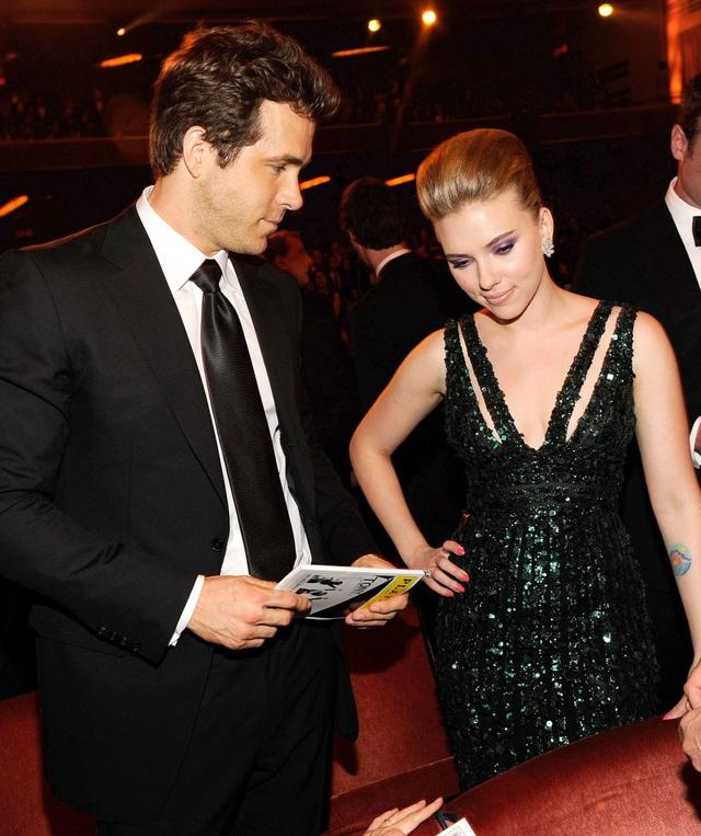 Bạn trai và chồng cũ của Scarlett Johansson gặp gỡ thân mật trên truyền hình - 3