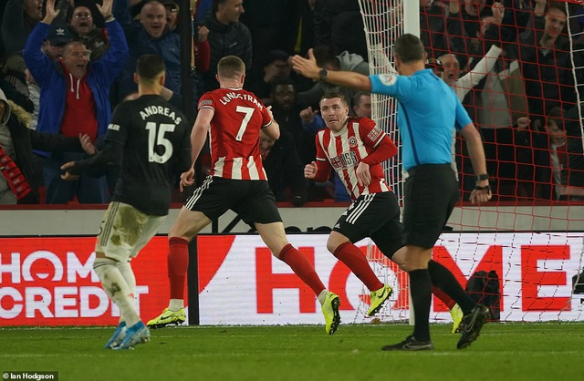 """Sheffield United 3-3 Man Utd: Bảy phút kỳ lạ của """"Quỷ đỏ"""" - 4"""
