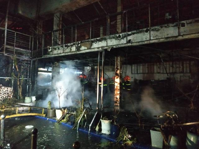 Quán bar cháy dữ dội trong đêm, hơn 70 người bỏ chạy tán loạn - 4
