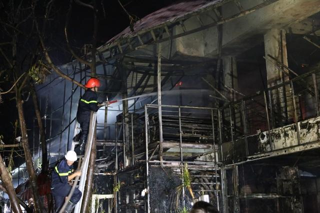 Quán bar cháy dữ dội trong đêm, hơn 70 người bỏ chạy tán loạn - 5