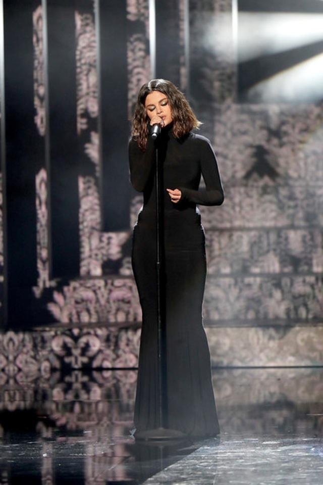 Selena Gomez khoe dáng gợi cảm, trình diễn cuốn hút - 5