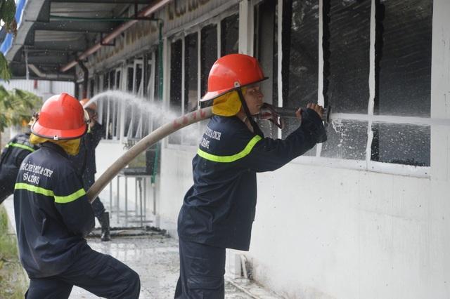 Những người lính cứu hỏa quả cảm trong vụ cháy Công ty may Nhà Bè - Sóc Trăng - 1