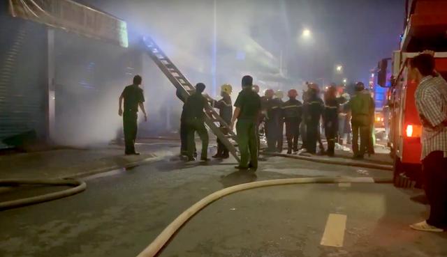 Cháy lớn tại khu kinh doanh vải ở TPHCM - 1