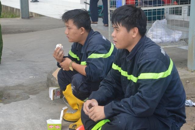 Những người lính cứu hỏa quả cảm trong vụ cháy Công ty may Nhà Bè - Sóc Trăng - 9