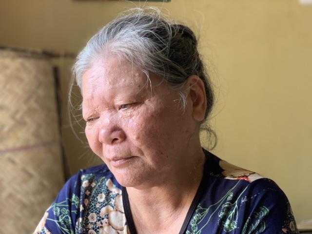 Tết ấm áp về với hai cụ tuổi 90 vẫn miệt mài đan cót lo bữa ăn cho con - 1