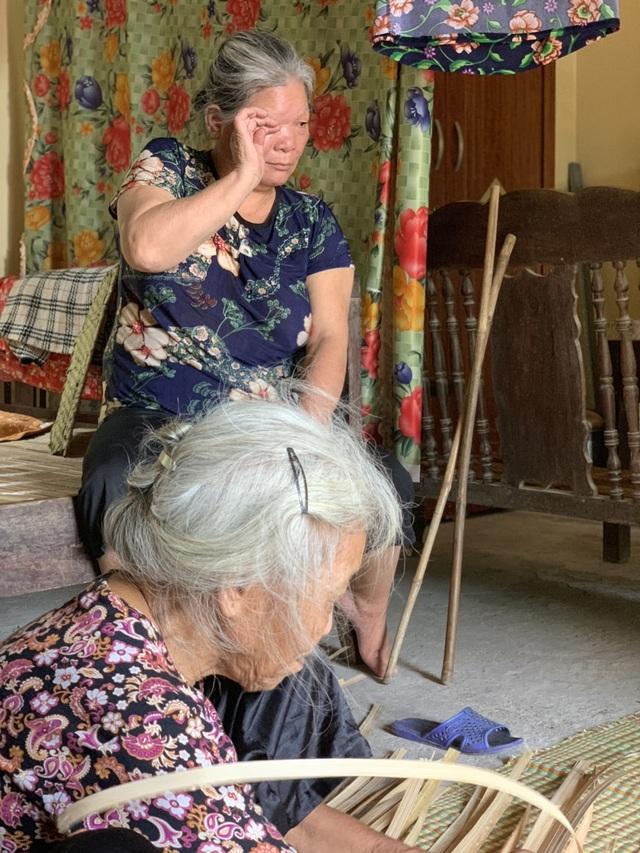 Thương 2 cụ tuổi 90 vẫn miệt mài ngồi đan cót lo từng bữa rau, bữa cháo cho con - 7