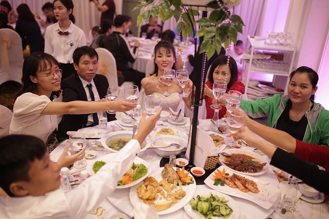 Xúc động đám cưới tập thể của 21 cặp đôi khiếm thị tại Hà Nội - 10