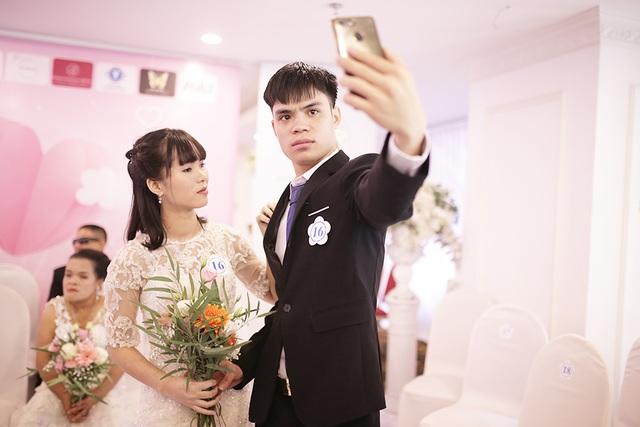 Xúc động đám cưới tập thể của 21 cặp đôi khiếm thị tại Hà Nội - 4