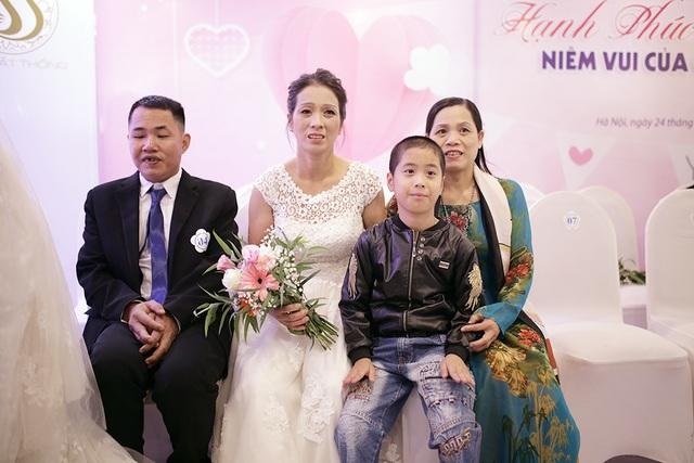 Xúc động đám cưới tập thể của 21 cặp đôi khiếm thị tại Hà Nội - 5