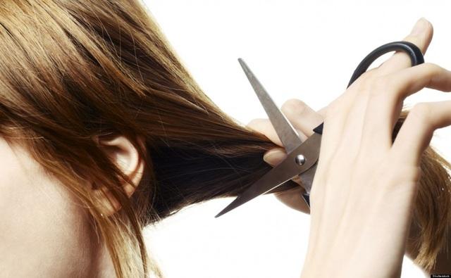"""Hành khách cắt phăng đuôi tóc dài của cô gái vì """"ngứa mắt"""" - 1"""