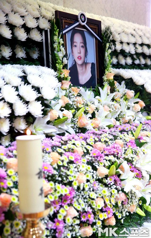Hình ảnh đầu tiên trong tang lễ của Goo Hara - 3