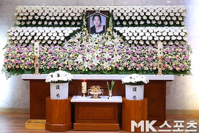 Hình ảnh đầu tiên trong tang lễ của Goo Hara - 5