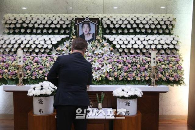 Hình ảnh đầu tiên trong tang lễ của Goo Hara - 7