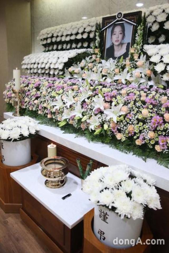 Hình ảnh đầu tiên trong tang lễ của Goo Hara - 6