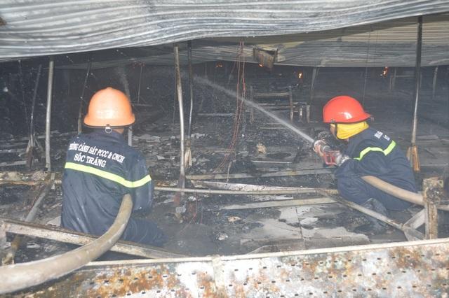 Những người lính cứu hỏa quả cảm trong vụ cháy Công ty may Nhà Bè - Sóc Trăng - 4