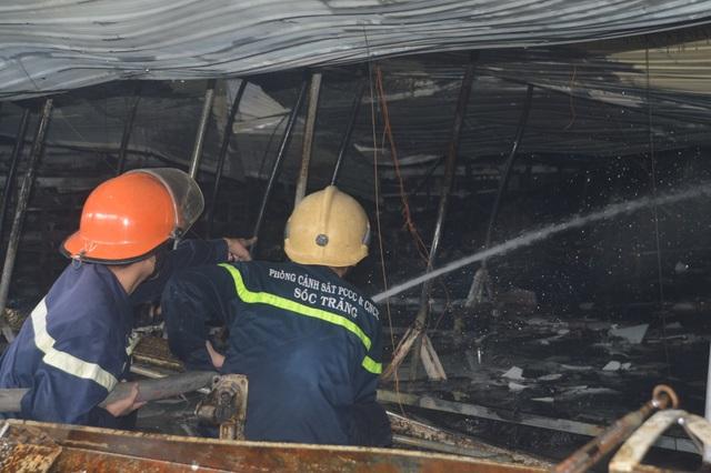 Những người lính cứu hỏa quả cảm trong vụ cháy Công ty may Nhà Bè - Sóc Trăng - 2