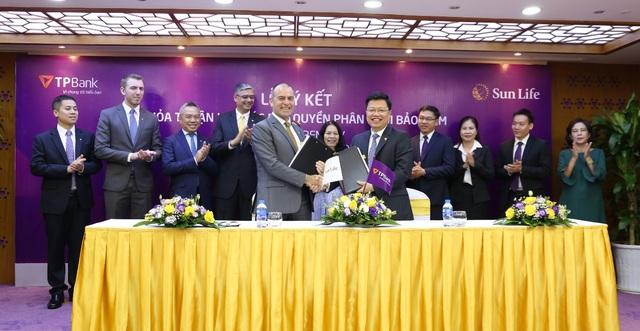 TPBank ký kết hợp đồng bảo hiểm độc quyền với Sun Life Việt Nam - 1