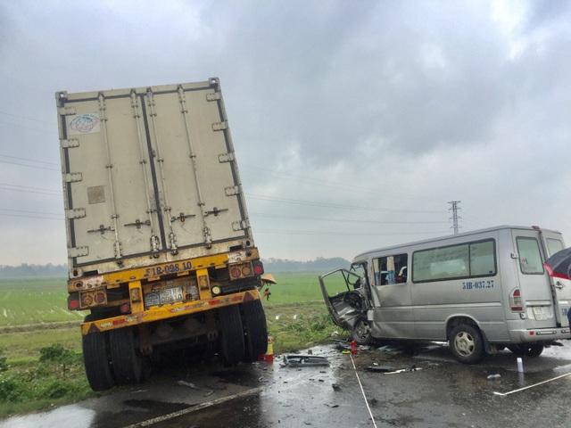 Vụ tai nạn 3 người chết: Người đi cùng tài xế container dương tính với ma túy - 1