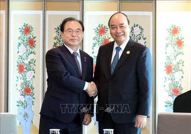 Thủ tướng Nguyễn Xuân Phúc tiếp Thị trưởng thành phố Busan, Hàn Quốc - 1