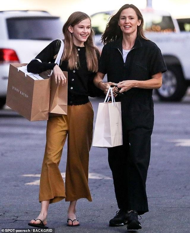 Con gái lớn nhà Jennifer Garner - Ben Affleck ngày càng xinh đẹp giống mẹ - 2