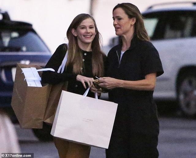 Con gái lớn nhà Jennifer Garner - Ben Affleck ngày càng xinh đẹp giống mẹ - 3