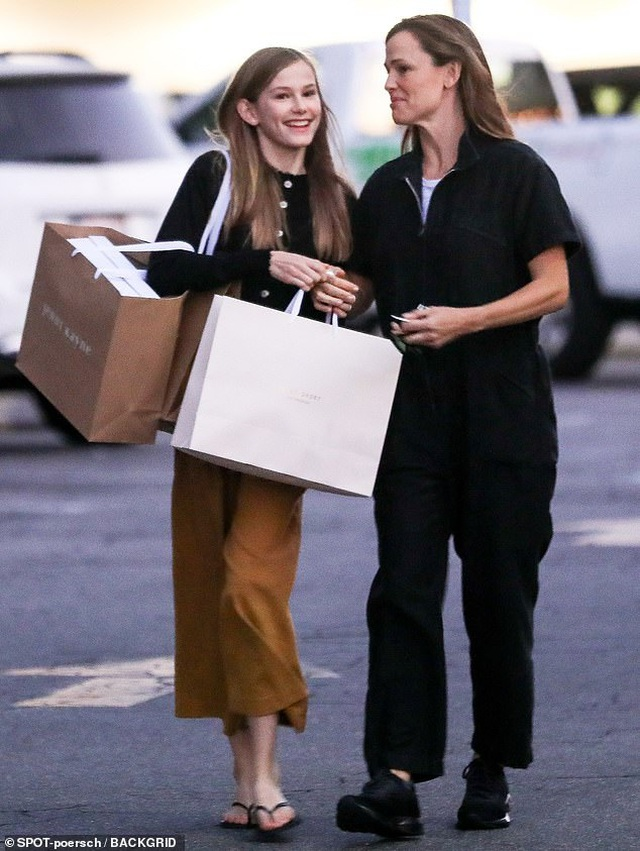 Con gái lớn nhà Jennifer Garner - Ben Affleck ngày càng xinh đẹp giống mẹ - 4