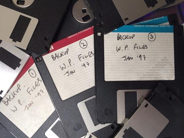 """Ổ đĩa mềm """"tuyệt chủng"""" bất ngờ được đấu giá gần 200 triệu đồng - 2"""