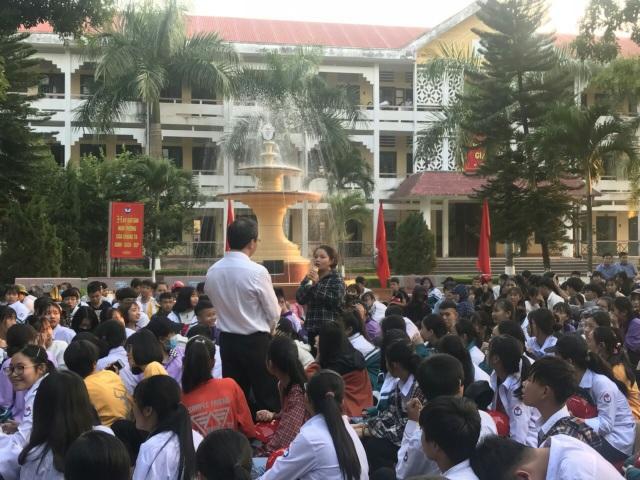 2.000 chiếc mũ bảo hiểm Honda được trao đến tay học sinh tỉnh Thanh Hóa - 1