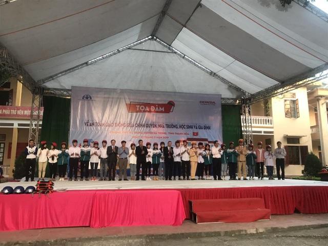 2.000 chiếc mũ bảo hiểm Honda được trao đến tay học sinh tỉnh Thanh Hóa - 2