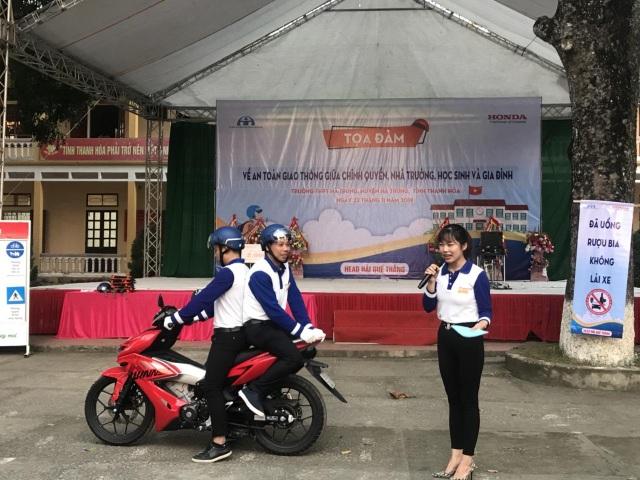 2.000 chiếc mũ bảo hiểm Honda được trao đến tay học sinh tỉnh Thanh Hóa - 4