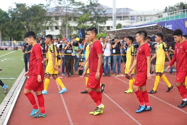 HLV Park Hang Seo phát hiện U22 Brunei tráo người - 1