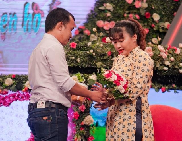 Chàng trai mang hoa cưới đến gặp mặt lần đầu, quyết tâm rước nàng về dinh - 3