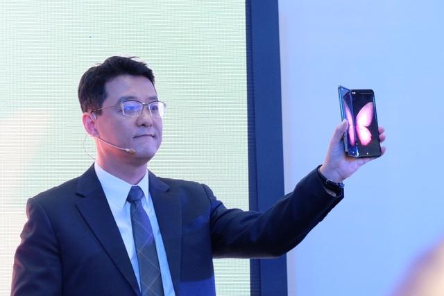 Galaxy Fold chính thức ra mắt tại Việt Nam, giá từ 50 triệu đồng - 1