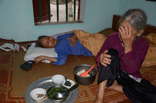Cụ bà tuổi 90 tuổi thèm bữa cơm có thịt bật khóc khi được tặng tủ lạnh chứa đầy thức ăn - 2
